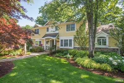 Passaic County Single Family Home For Sale: 1066 West Pines Lake Drive