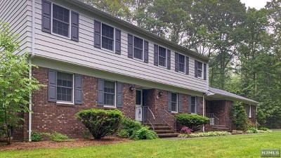 West Milford Single Family Home For Sale: 5 Land Of Oaks Drive
