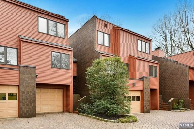 Englewood Condo/Townhouse For Sale: 5 Oak Trail Road