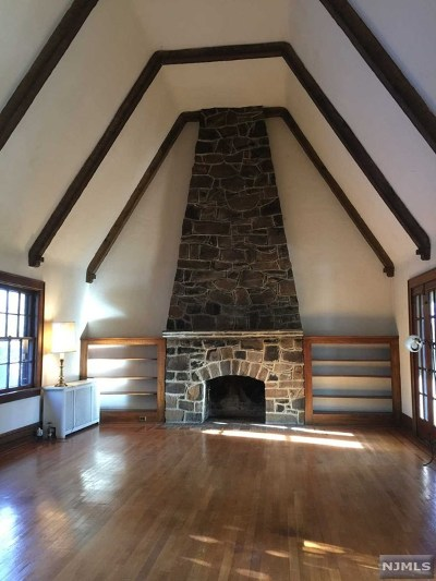 Essex County Single Family Home For Sale: 14 The Fairway