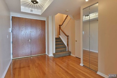 Cliffside Park Condo/Townhouse For Sale: 100 Winston Drive #Svg1