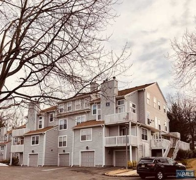 Englewood Condo/Townhouse For Sale: 25 Quail Court