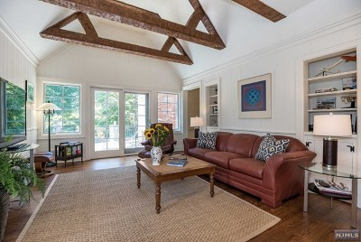 Ridgewood Single Family Home For Sale: 280 Greenway Road