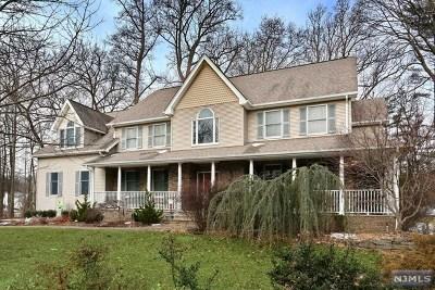 Montvale Single Family Home For Sale: 19 Brook Avenue