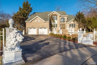 Wayne Single Family Home For Sale: 12 Fox Hill Drive