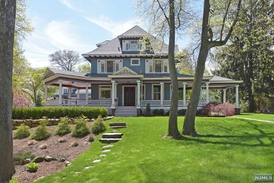 Ridgewood Single Family Home For Sale: 448 Spring Avenue