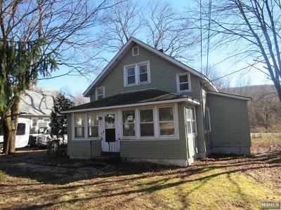 West Milford Single Family Home For Sale: 25 Oak Ridge Road