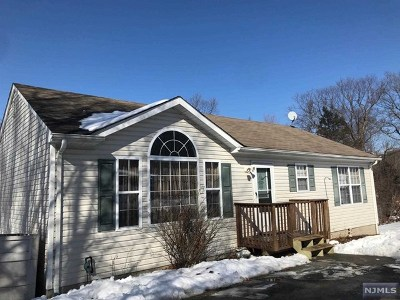 West Milford Single Family Home For Sale: 15 Gladstone Road