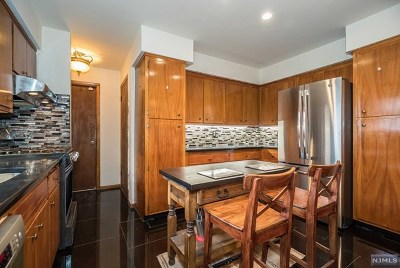 Little Falls Single Family Home For Sale: 165 Woodcliffe Avenue