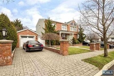 Secaucus Single Family Home For Sale: 17 Fairview Avenue