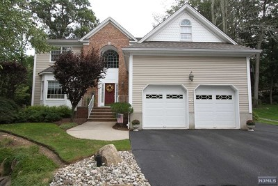 Mahwah Single Family Home For Sale: 29 Alcott Road
