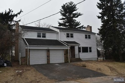 Teaneck Single Family Home For Sale: 654 Pomander Walk