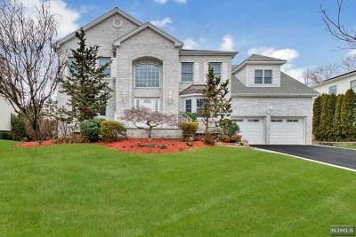 Montvale Single Family Home For Sale: 16 Hope Street