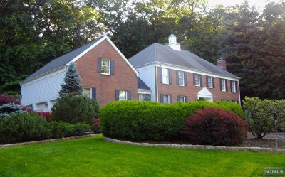 Franklin Lakes Single Family Home For Sale: 768 Dakota Trail