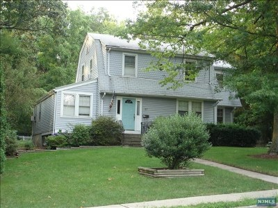 Montvale Single Family Home For Sale: 27 East Grand Avenue