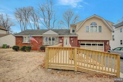 Paramus Single Family Home For Sale: 96 Willowbrook Court