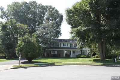Hawthorne Single Family Home For Sale: 18 Debra Court