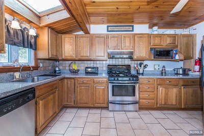 Denville Township Single Family Home For Sale: 26 Cliffside Trail