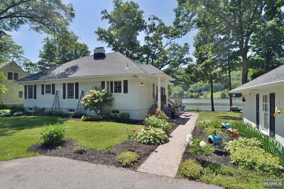 West Milford Single Family Home For Sale: 25 Compass Avenue