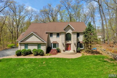 Passaic County Single Family Home For Sale: 3 Mountainside Drive