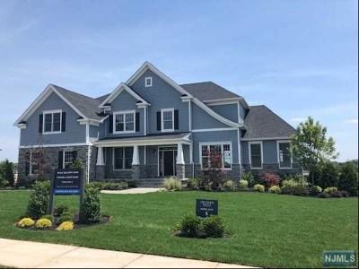 Mahwah Single Family Home For Sale: 18 Roxbury Road
