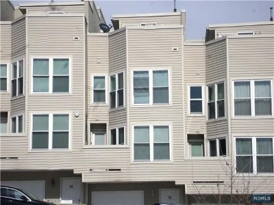 Hackensack Condo/Townhouse For Sale: 925 Main Street #15
