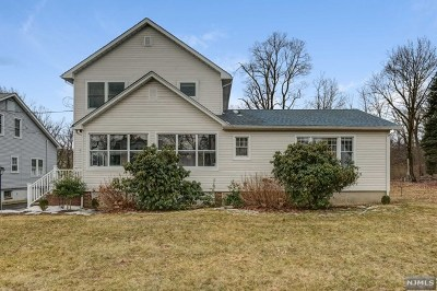 Essex County Single Family Home For Sale: 17 Dickinson Lane
