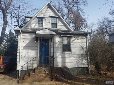 Teaneck Single Family Home For Sale: 64 Graham Place