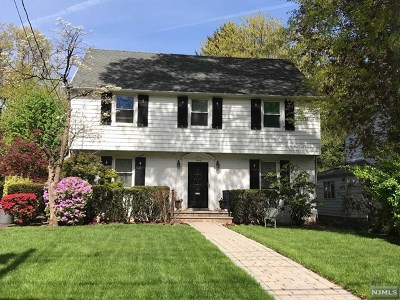 Teaneck Single Family Home For Sale: 1346 Sussex Road