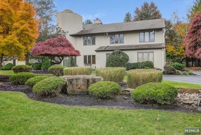 Essex County Single Family Home For Sale: 18 Oak Place