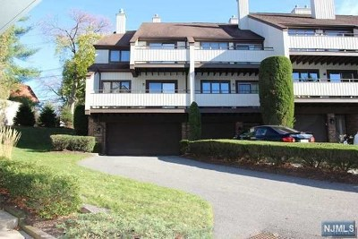 Leonia Condo/Townhouse For Sale: 86 Meadowview Court