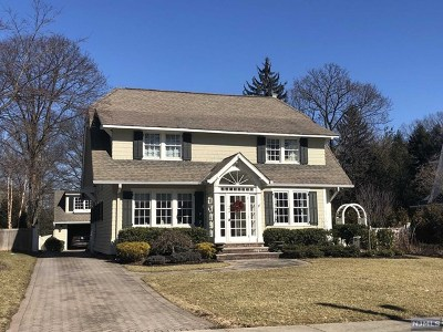Ridgewood Single Family Home For Sale: 55 Sherwood Road