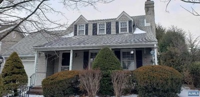 Hawthorne Single Family Home For Sale: 55 Kingston Avenue