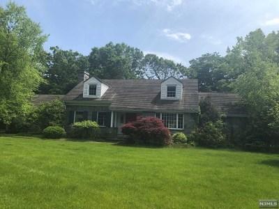 Ho-Ho-Kus Single Family Home For Sale: 1 Powderhorn Road
