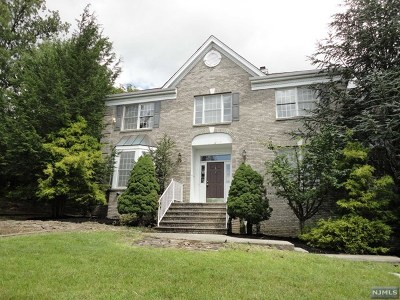 Passaic County Single Family Home For Sale: 1 Cliff Road