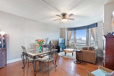 Edgewater Condo/Townhouse For Sale: 6313 City Place #6313