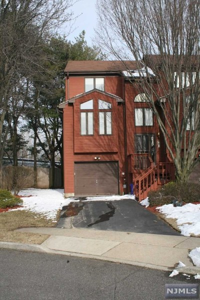 Saddle Brook Condo/Townhouse For Sale: 49 Sampson Street