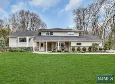 Mahwah Single Family Home For Sale: 86 Deerfield Terrace