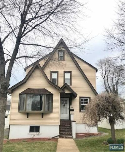 Teaneck Single Family Home For Sale: 559 Oritani Place