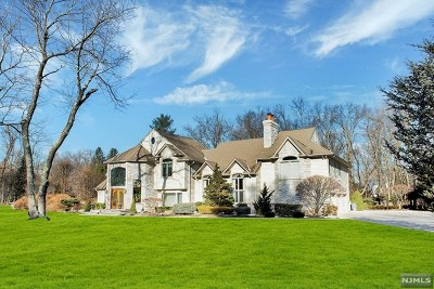 Franklin Lakes Single Family Home For Sale: 902 Woodfield Road