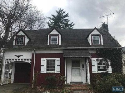 Teaneck Single Family Home For Sale: 694 Northumberland Road