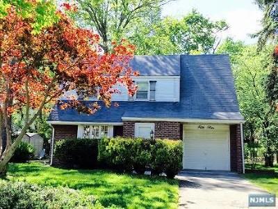 Ridgewood Single Family Home For Sale: 54 Pershing Avenue