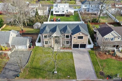 Paramus Single Family Home For Sale: 270 Buttonwood Drive