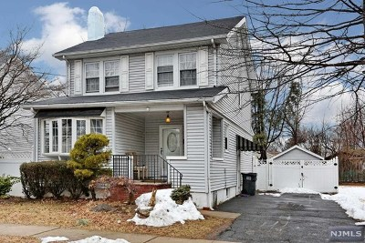 Bergenfield Single Family Home For Sale: 61 East Central Avenue