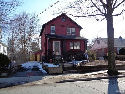 Bergenfield Single Family Home For Sale: 17 South Summit Street