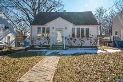 Englewood Single Family Home For Sale: 266 Thompson Avenue