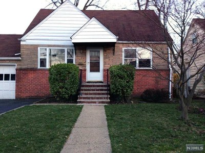 Bergenfield NJ Single Family Home For Sale: $339,000