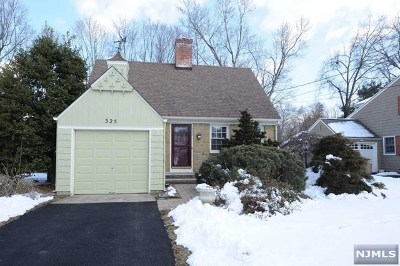Ridgewood Single Family Home For Sale: 325 Abbey Court