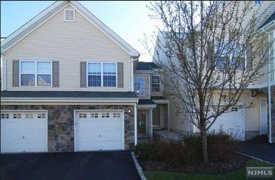 Pompton Lakes Condo/Townhouse For Sale: 25 Mountainside Drive