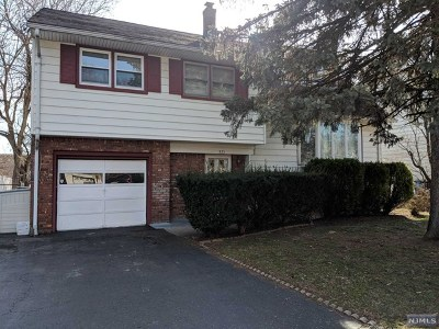 Bergenfield Single Family Home For Sale: 371 Windsor Road